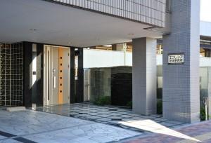 1F_entrance-300x204